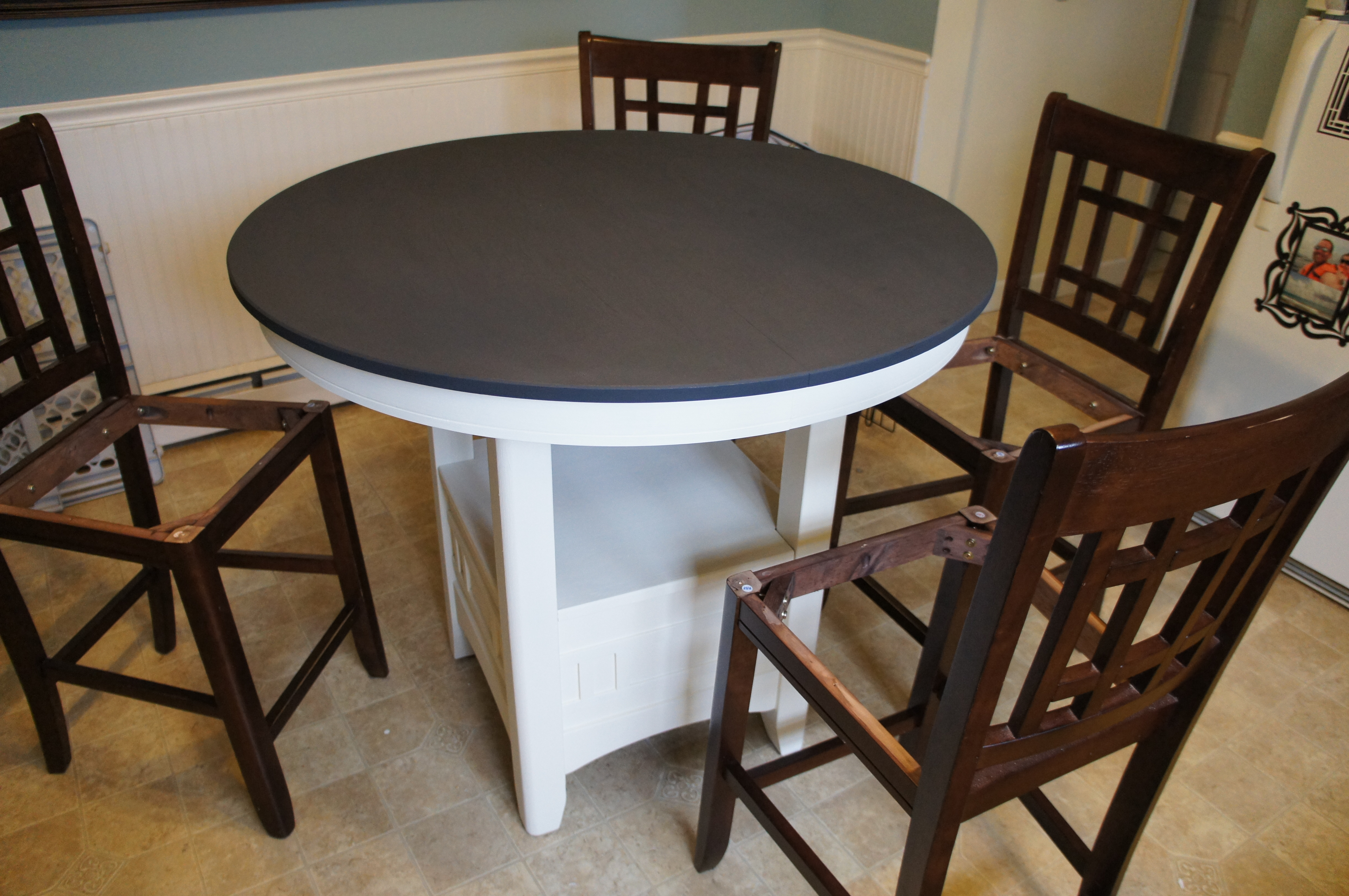 Annie sloan chalk paint kitchen table tutorial for the for Painted kitchen chairs